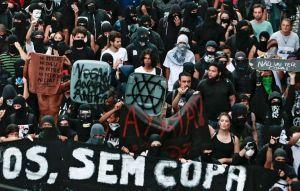 des-manifestants-defilent-le-25-janvier-2014-a-sao-paulo-lor_1440758