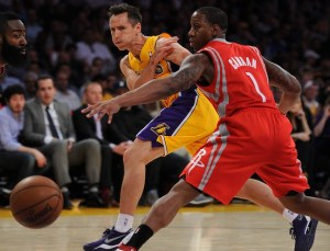 0409_SPO_LDN-L-LAKERS-HOUSTON-JM