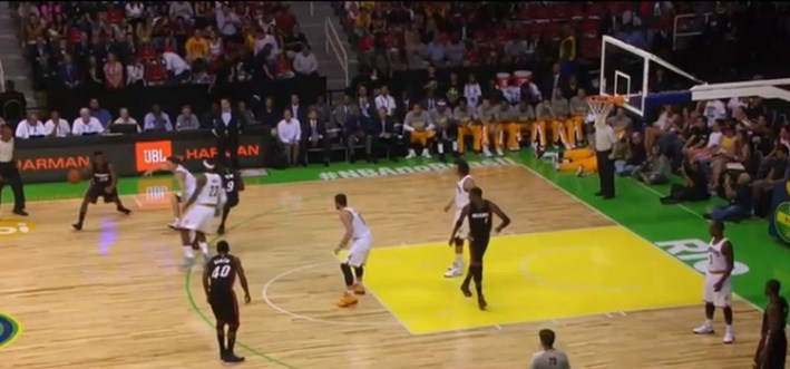lebron james pose un ecran pour son adversaire_cavs-heat_preseason nba