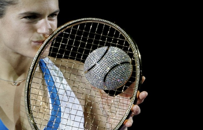 France's Mauresmo kisses Diamond Racket trophy after defeating Belgium's Clijsters during Proximus Diamond Games tennis tournament in Antwerp