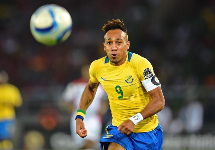 Gabon's forward Pierre-Emerick Aubameyang runs after the ball during the 2015 African Cup of Nations group A football match between Burkina Faso and Gabon at Bata Stadium in Bata on January 17, 2015.  AFP PHOTO / CARL DE SOUZA