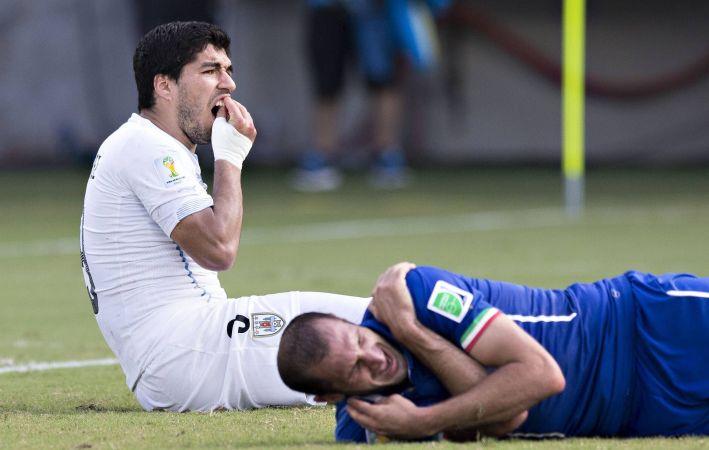 Giorgio Chiellini (Italien) et Luiz Suarez (Uruguay) Morsure Blessure