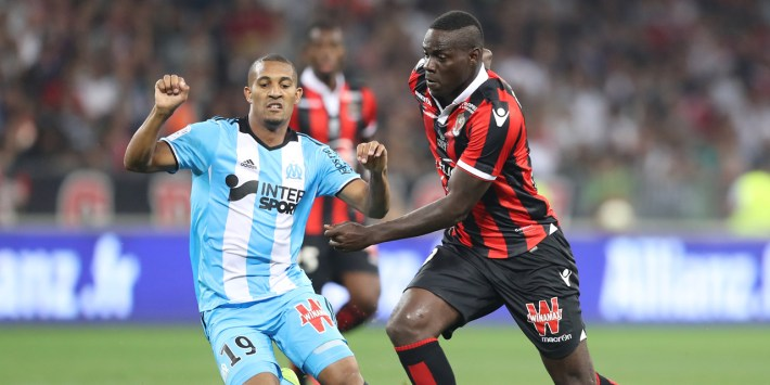 "Nice's Italian forward Mario Balotelli (R) vies with William Jacques Vainqueur during the French L1 football match OGC Nice (OGCN) vs Olympique de Marseille (OM) on September 11, 2016 at the ""Allianz Riviera"" stadium in Nice, southeastern France. / AFP PHOTO / VALERY HACHE"