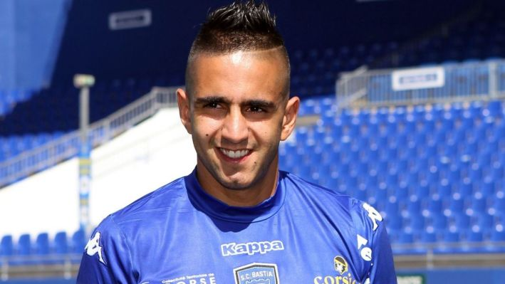 Bastia's recently recruited Algerian forward Ryad Boudebouz poses on September 5, 2013, after a press conference in the Armand Cesari stadium in Bastia, on the French Mediterranean Island of Corsica. AFP PHOTO / PASCAL POCHARD-CASABIANCA