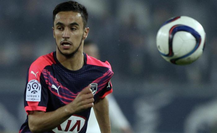 Bordeaux's midfielder Adam Ounas runs with the ball during the French L1 football match between Bordeaux and Marseille on December 20, 2015 at the Matmut Atlantique stadium in Bordeaux, southwestern France.  / AFP / THIBAUD MORITZ