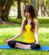 a girl trying to get health benefits of meditation by practising