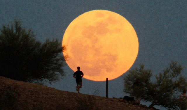 """سكان الأرض على موعد مع القمر العملاق """"فيديو"""""""