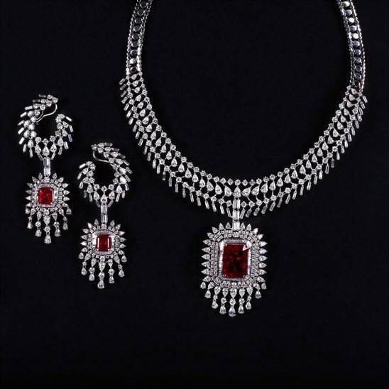 مجموعة من المجوهرات المميزة