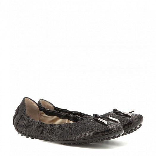 مجموعة احذية من الجلد