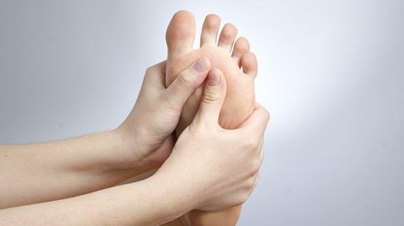 العناية بأقدام مريض السكري بشكل آمن و سليم