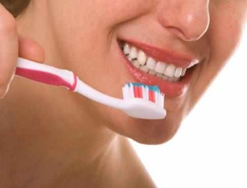 عملية تنظيف الاسنان