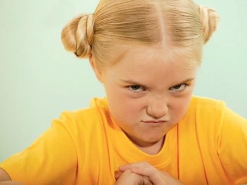 الطفل العنيد و الطريقة الصحيحة للتعامل معه في مقال شامل
