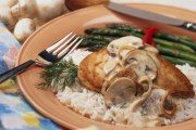 دجاج مع صلصة الفطر اليكم المقادير و طريقة التحضير