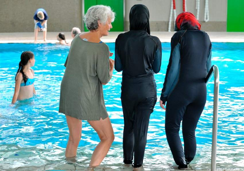 سويسرا ترفض منح جنسيتها لمسلمتين رفضتا السباحة مع ذكور