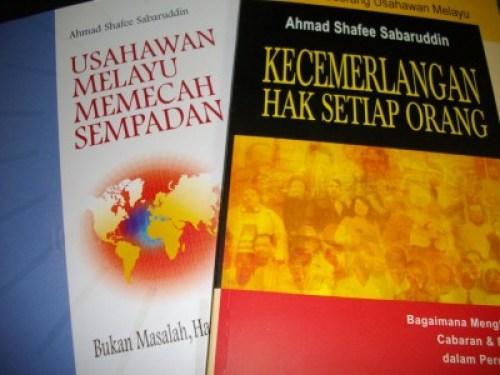 Buku yang diberi Oleh Dato'