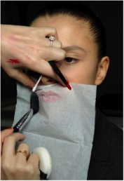 trik membuat lipstik tahan lama