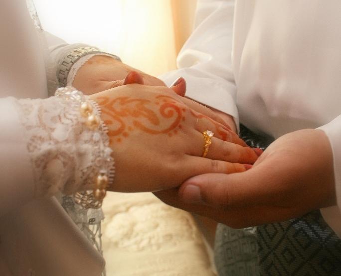 Mengerjakan Tugas Rumah Tangga Adalah Kewajiban Suami, Benarkah? Simak Dialog Ini