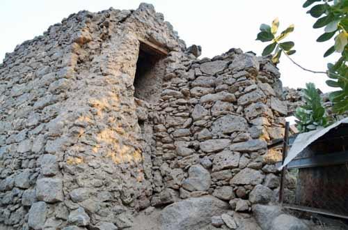 مسجد واقم ( بني عبد الأشهل ) الذي صلى فيه الحبيب صلى الله عليه وآله وصحبه وسلم في المدينة المنورة