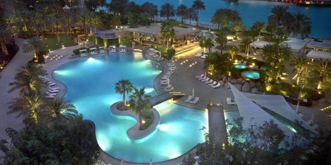 الشابة المغربية ريم الانصاري نائبة المدير العام لمجموعة فنادق ومنتجعات Ritz-Carllton المنامة البحرين