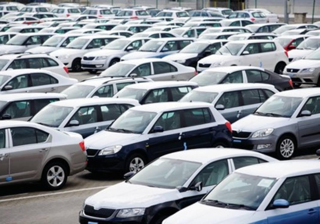 التجار: مستقبل سوق السيارات أصبح مبهماً.. والركود يضرب المبيعات