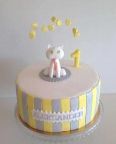 tort na pierwsze urodziny z kotkiem