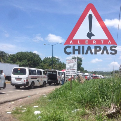 Prevalece bloqueo en tramo carretero Arriaga - Tapachula a la altura de Huehuetán.