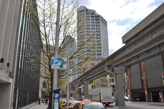 Seattle Monorail from street level. CC image from The West End.