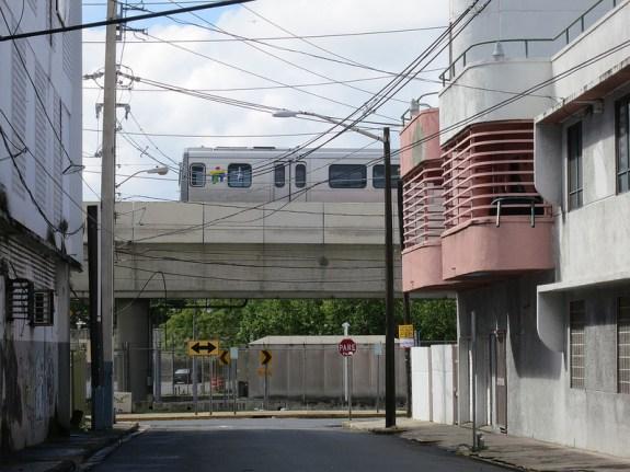 Tren Urbano. CC image from Paul Sableman.