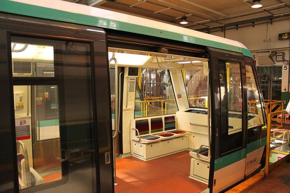 Paris Metro MP-05 train with wide doors. Note the lack of a cab due to fully automatic operation. CC Image from Wiki.