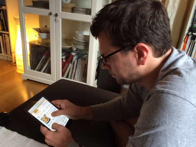 User 1 browsing for recipes on his iPad