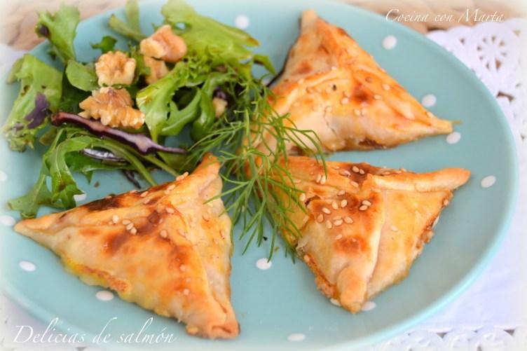 Empanadillas de salmón y cebolla caramelizada