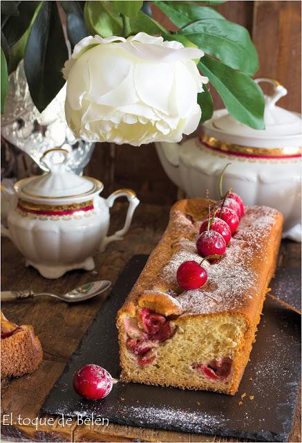 Plum cake relleno de cerezas