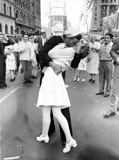 Iconic photo from Life magazine: sailor kissing a woman in Times Square, celebrating victory over Japan at the end of WWII.