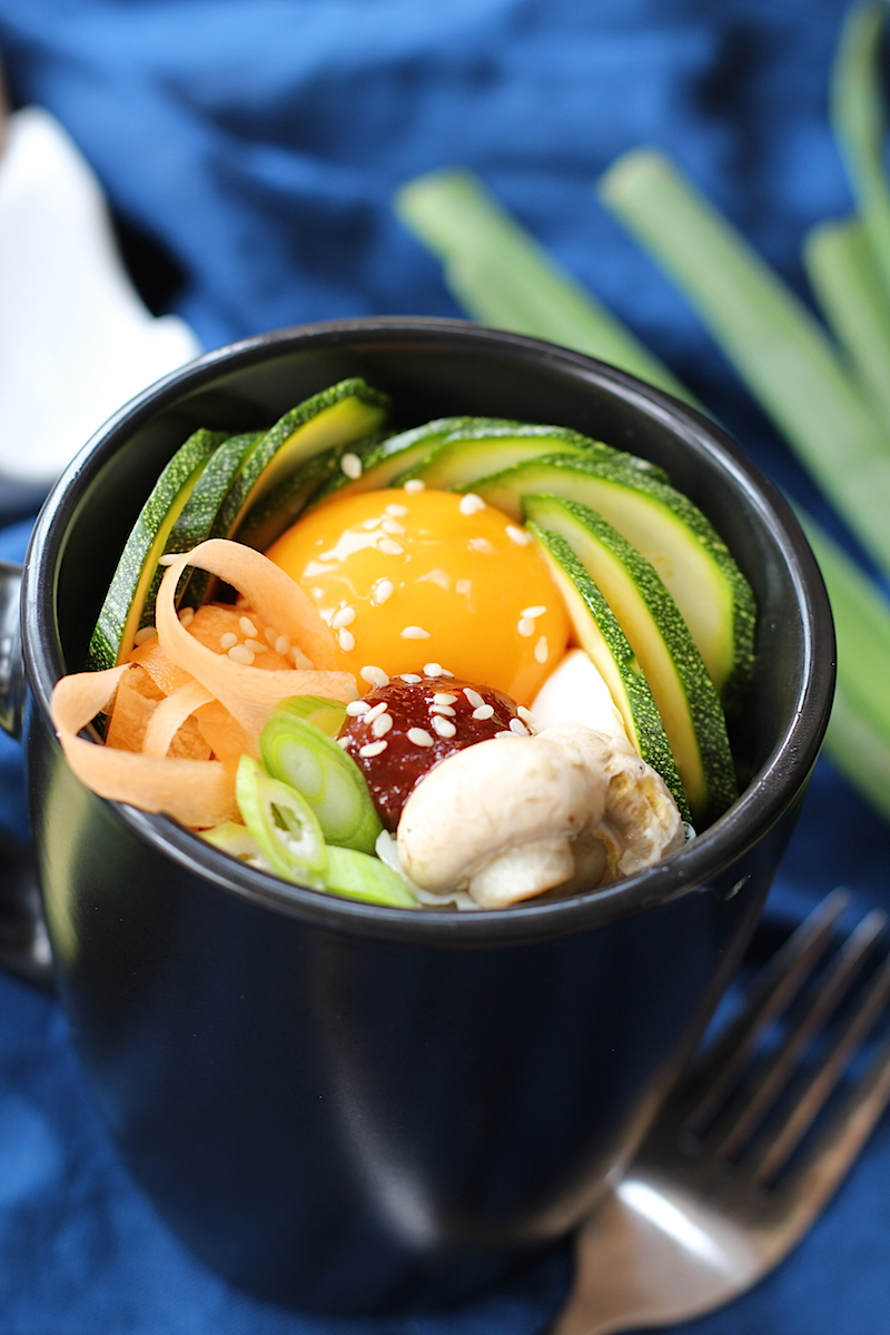 This easy bibimbap is the perfect lunch. Ready in just 2 minutes it's the king of microwave recipes | www.alifeofgeekery.co.uk