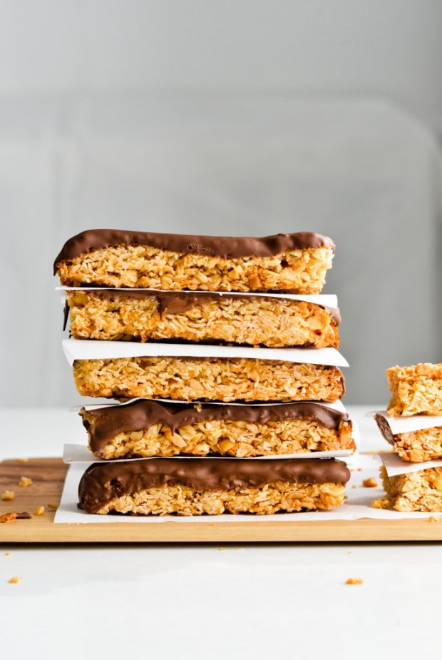 chocolate-coconut-peanut-granola-bars