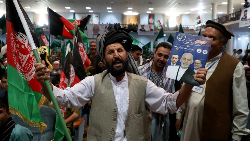 Supporters of Afghan President Ashraf Ghani at his election rally in Kabul [Omar Sobhani/Reuters]