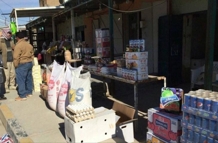 جانب من أسواق مدينة حديثة التي بدأت تستقبل مواد غذائية قادمة من محافظات أخرى