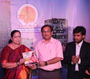 (L-R) Mrs. Aasha Singh (Deputy Mayor Of East Delhi), Dr. Muktesh Chandra (Special Commissioner, Traffic Police, Delhi) and Mr. Raj Mahajan (Managing Director, Moxx Music and composer) at the music album  (1)