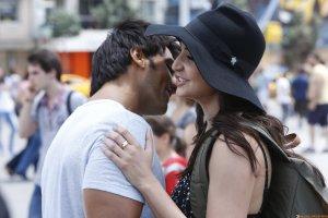 Intense kissing scene between Ranveer and Anushka in Dil Dhadakne Do