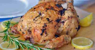 Huhn im Backrohr – mit Zitrone und Knoblauch