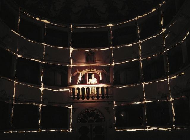 04p. Giovanna Summo in Teatro dei luoghi a Pomarance, Festival Volterrateatro, 1998 (foto Davide Dainelli) (800x590) (640x472)