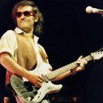 Ivan Graziani con chitarra_color_orizzontale