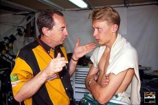 Peter Collins recalls Hakkinen (FIN) (Right) talking with Lotus team manager Peter Collins. Mika retired on lap 30 with clutch failure. Monaco Grand Prix, Monte Carlo, 31 May 1992.