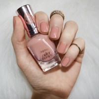 Sally Hansen Color Therapy Blushed Petal