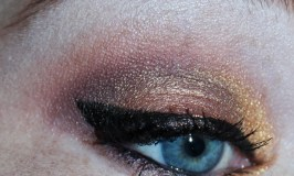 Want to try a golden inner eye shadow look? Here's the easy way to really amp it up, make it last, & use shadows from the gorgeous Gwen Stefani Palette from Urban Decay. View this eye look, hair tutorials, beauty reviews, nail art, & more on All Things Beautiful XO