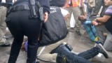 Graban golpes y humillaciones a inmigrantes cubanos en aeropuerto de Chetumal (+VIDEO)