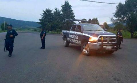 Emboscan y hieren a seis policías en Michoacán