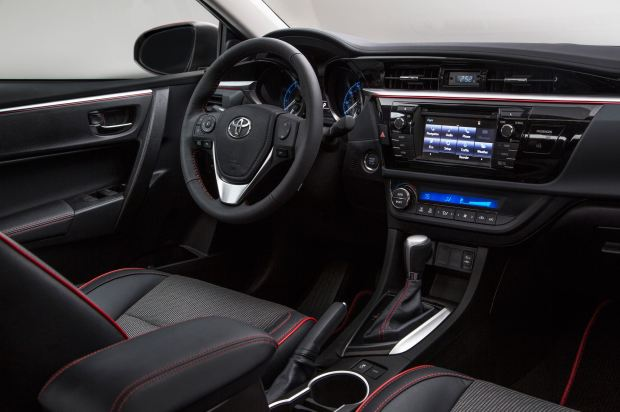 المقصورة الداخلية للسيارة تويوتا كامري 2016