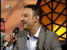 بالفيديو: طه سليمان يغني (خداري) للفنان الراحل عثمان الشفيع