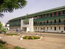 العاملون بمستشفى الخرطوم يهددون باحتلال مباني الصحة